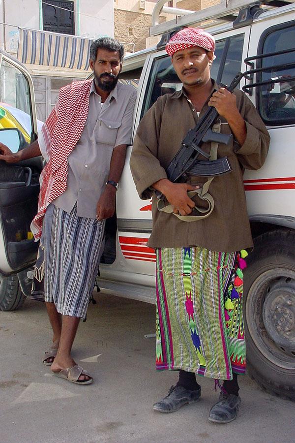 Mohammed en Ahmed, chauffeur en gids voor de Hadramawt
