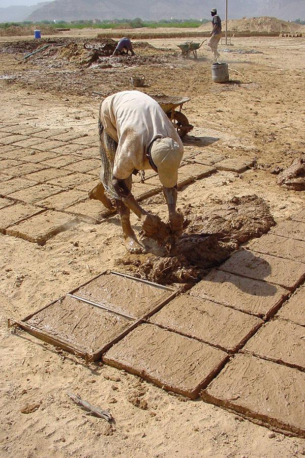 Bakstenen maken van modder