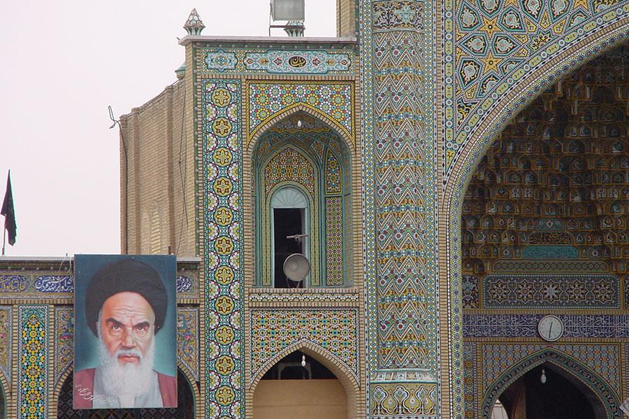 Afbeelding van Ayatollah Khomeini in Qom