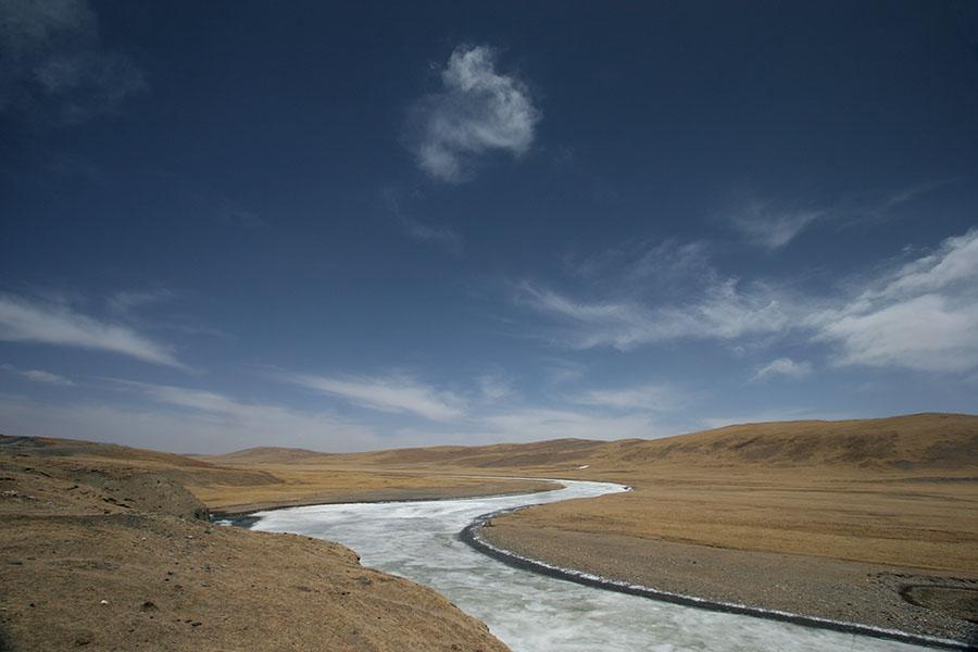 Frozen river in Qinghai landscape