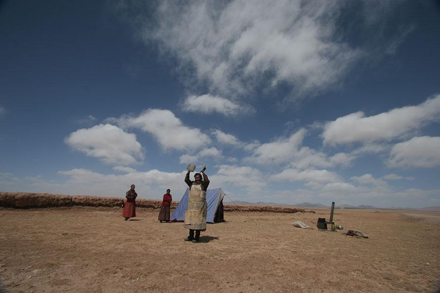 Tibetan pilgrim on the way to Lhasa