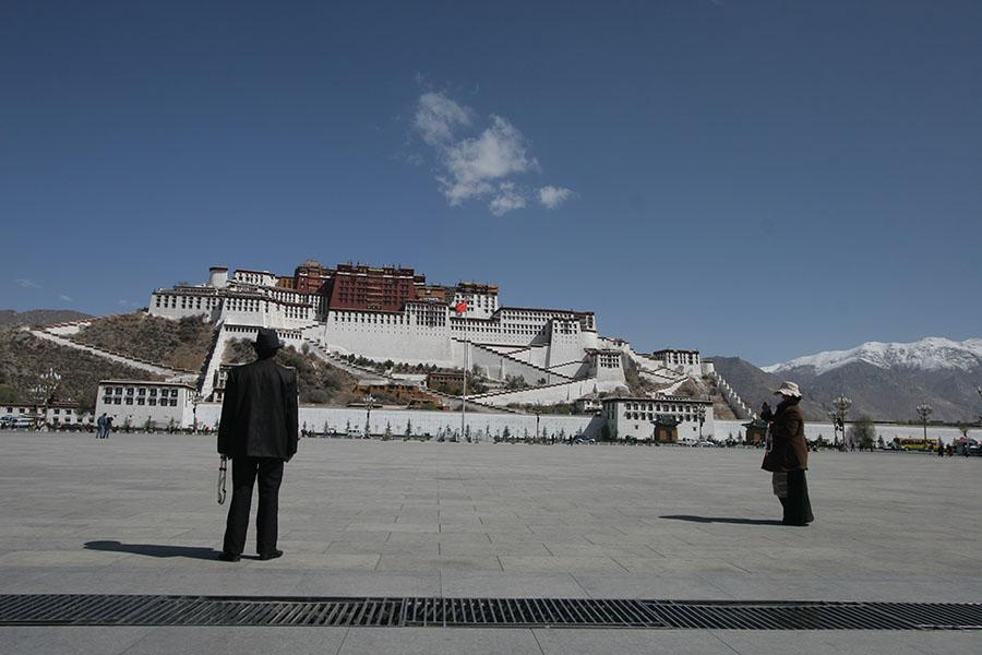 Tibetans looking up at Potala palace in Lhasa