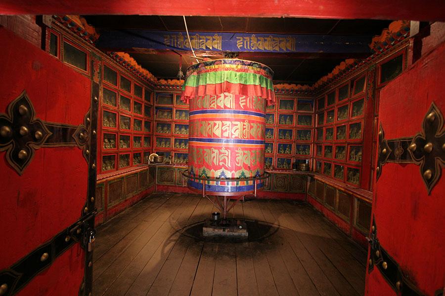 Prayer wheel in the Tsozong monastery in Draskum-tso