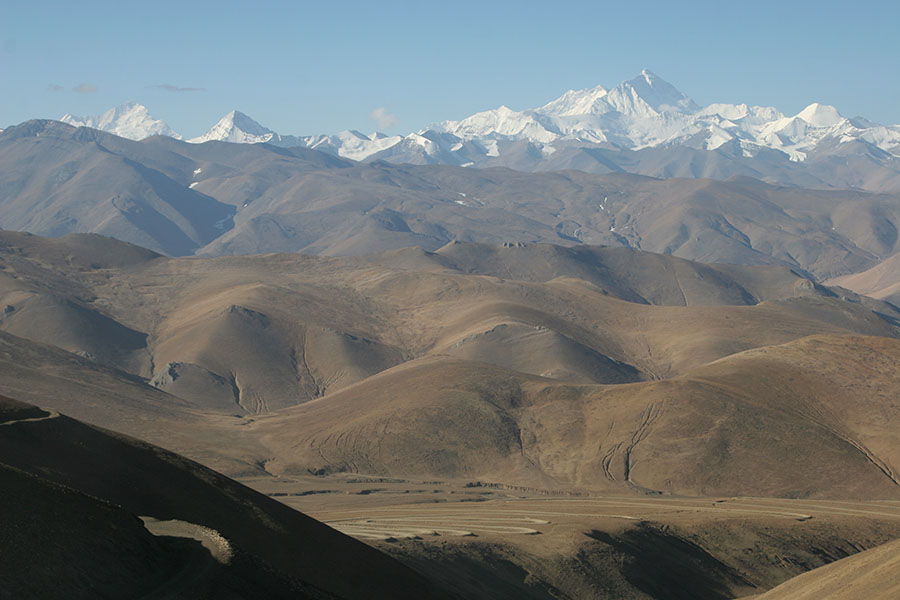 Mount Everest seen from the Pang La pass