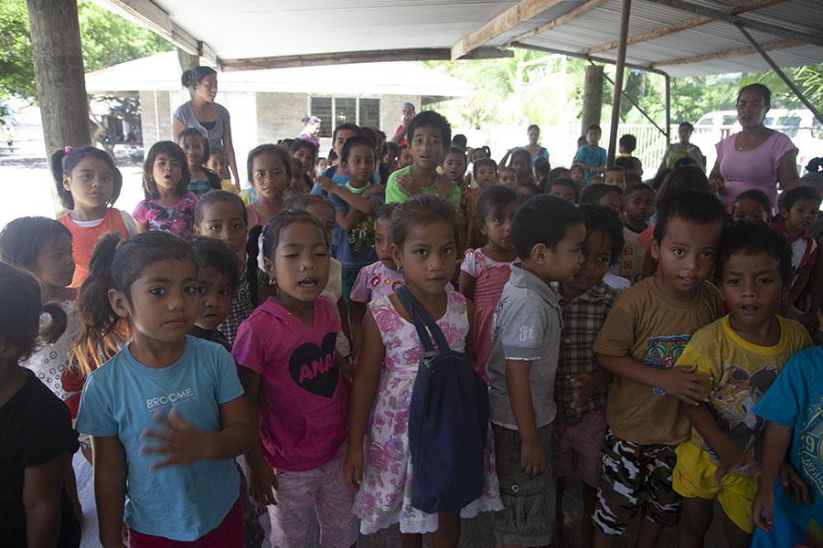 Schoolkinderen in Bairiki
