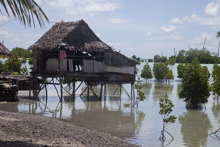 Huis boven het water in Abaiang