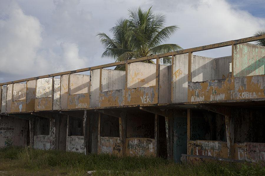 Ruines van gebouw waar vroeger gastarbeiders woonden