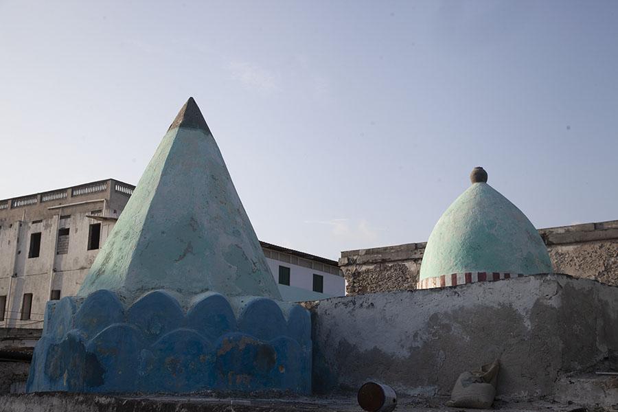 De koepel en kegel van de Fakr ad-Din moskee in Mogadishu