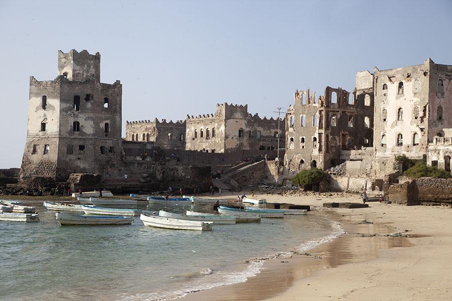 Strand van Mogadishu met Italiaanse vuurtoren