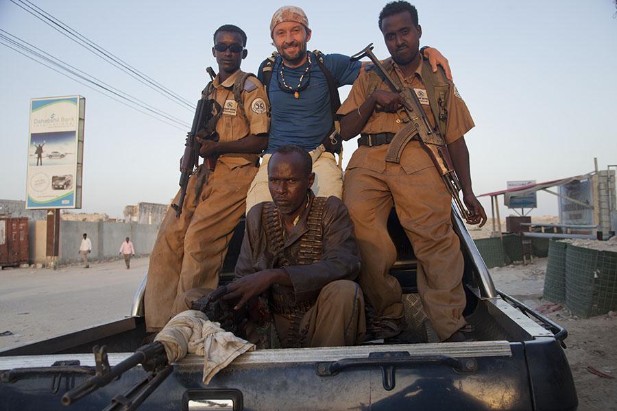 Met mijn bodyguards op de pickup truck in Mogadishu