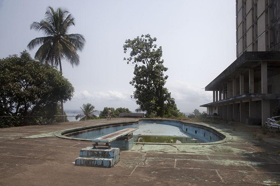 Het zwembad van Ducor hotel in Monrovia