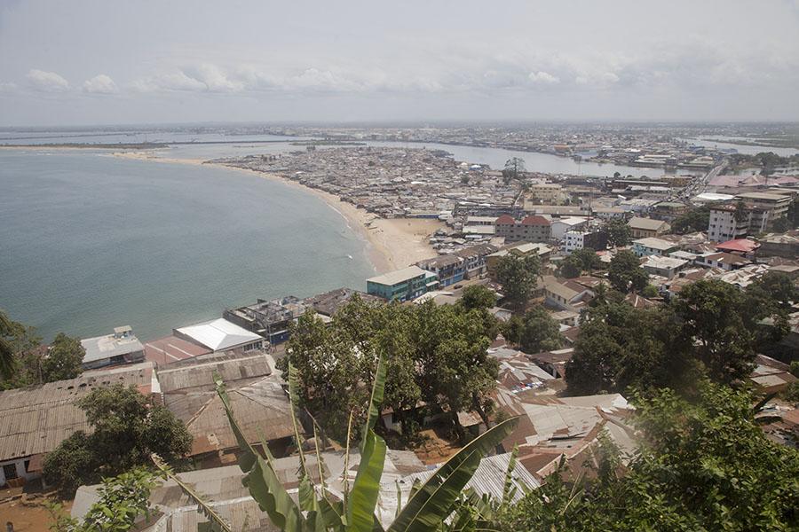 Uitzicht over Monrovia vanaf het Ducor hotel