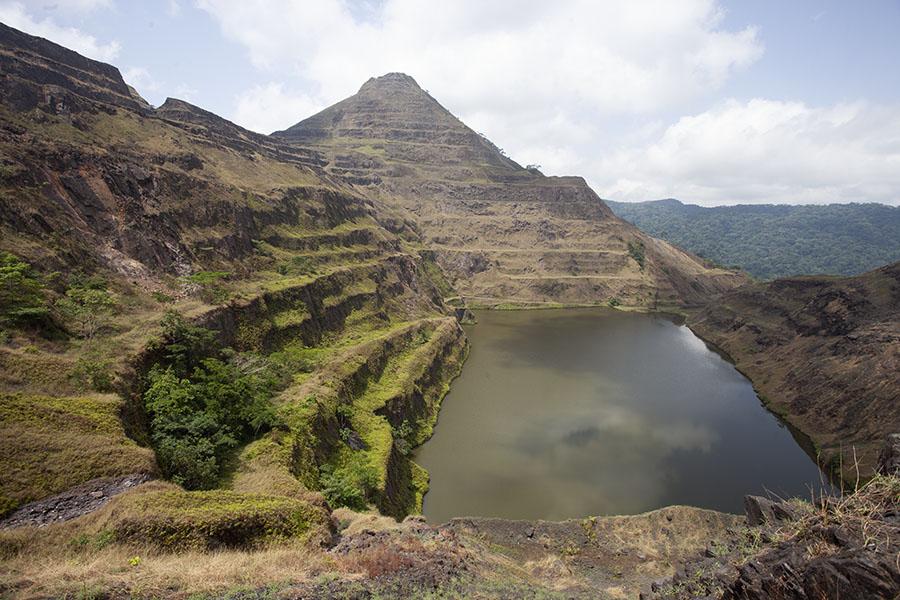 De voormalige mijnen op de flanken van Mount Nimba
