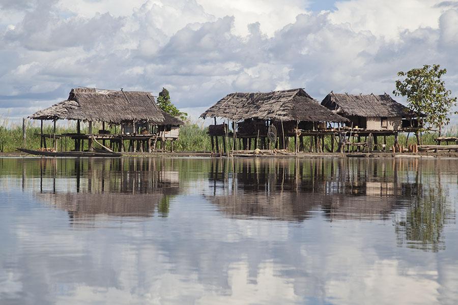 Dorp aan de Sepik rivier