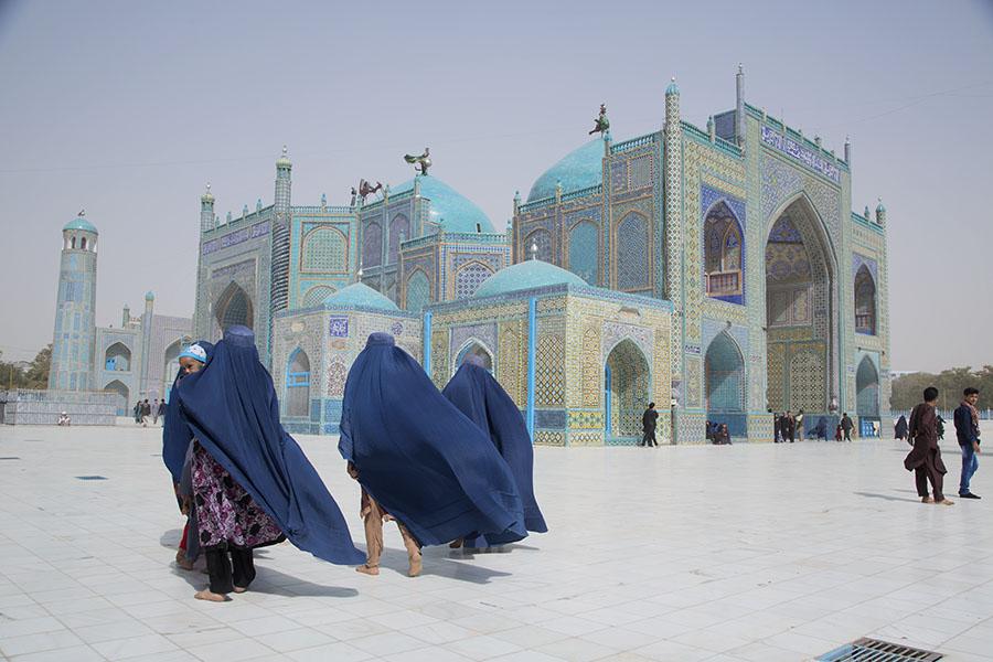 Women in burqa at the Blue Mosque of Mazar-i Sharif