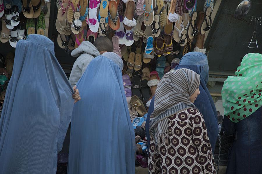 Women at the market of Mazar-i Sharif